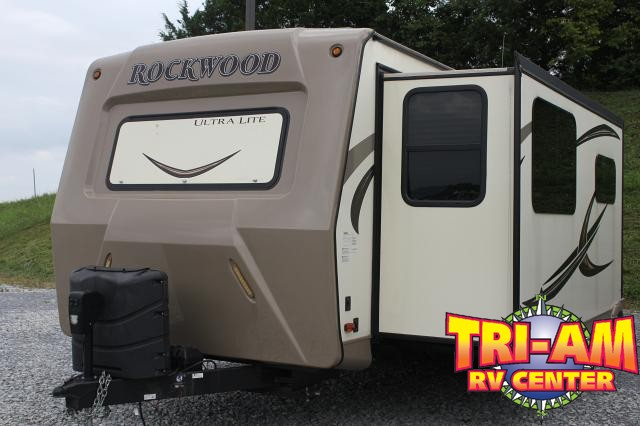 2017 FOREST RIVER ROCKWOOD ULTRA 2608WS